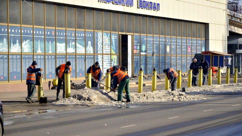 Возле одесского порта коммунальщики набросали снега на дорогу (ФОТО), фото-5