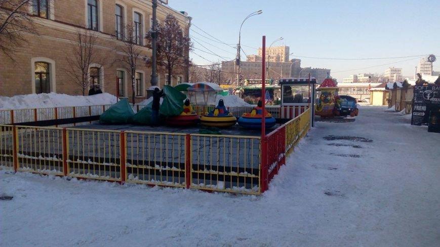 В Харькове начали демонтировать аттракционы на площади Свободы (ФОТО), фото-2
