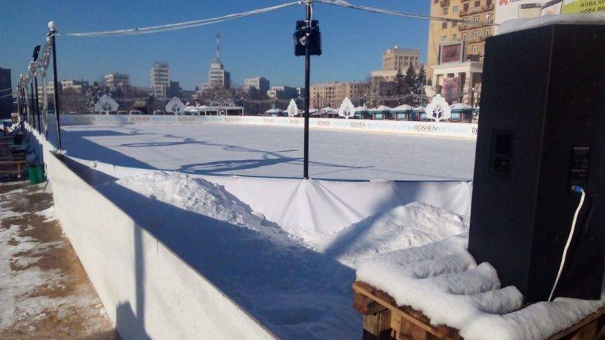 В Харькове начали демонтировать аттракционы на площади Свободы (ФОТО), фото-1