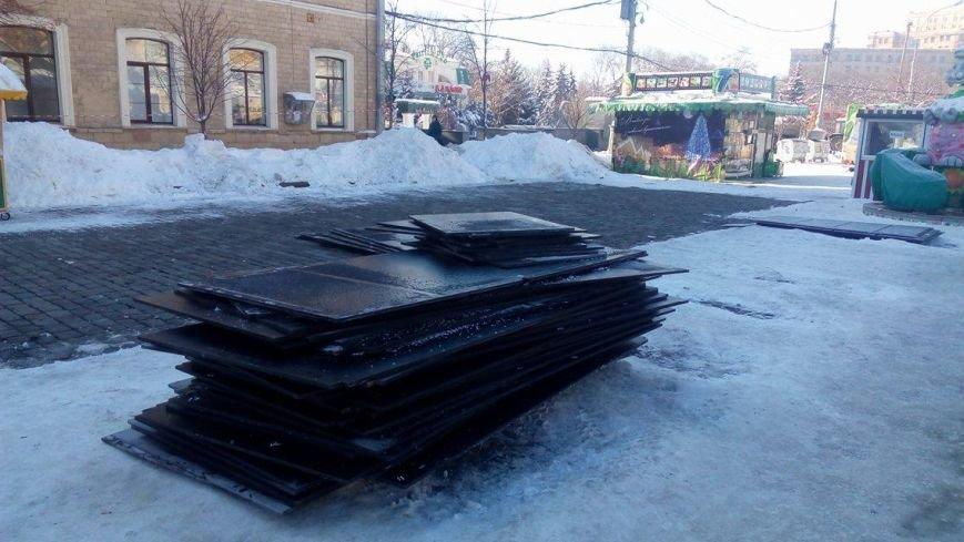 В Харькове начали демонтировать аттракционы на площади Свободы (ФОТО), фото-4