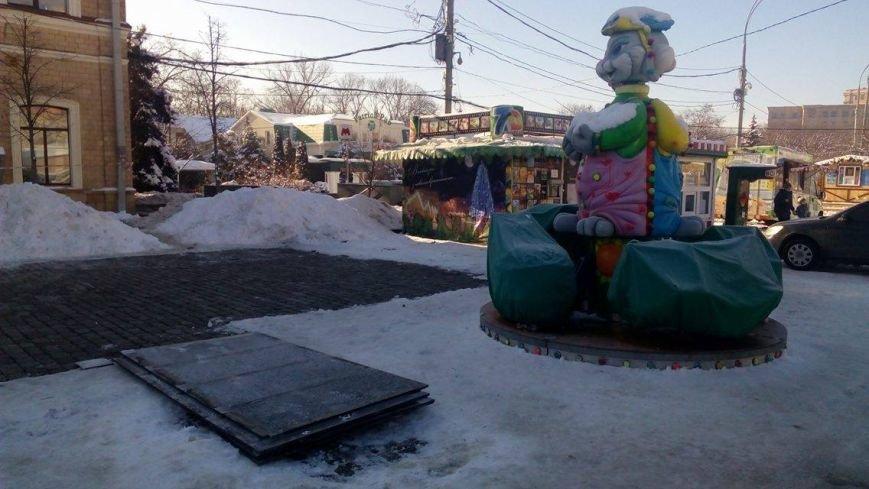 В Харькове начали демонтировать аттракционы на площади Свободы (ФОТО), фото-5