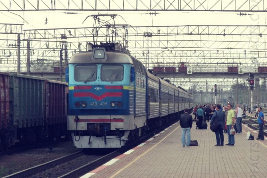 passazhirskiy-poezd-prizrak-zateryalsya-v-stepyah-ukrainy