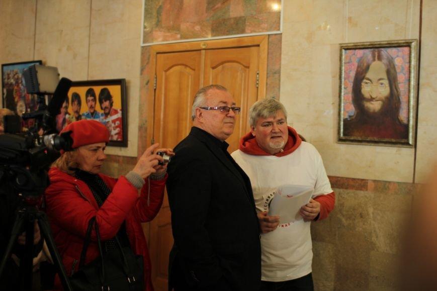 В Запорожье открыли памятник Леннону распятому на гитаре,- ФОТО, ВИДЕО, фото-13