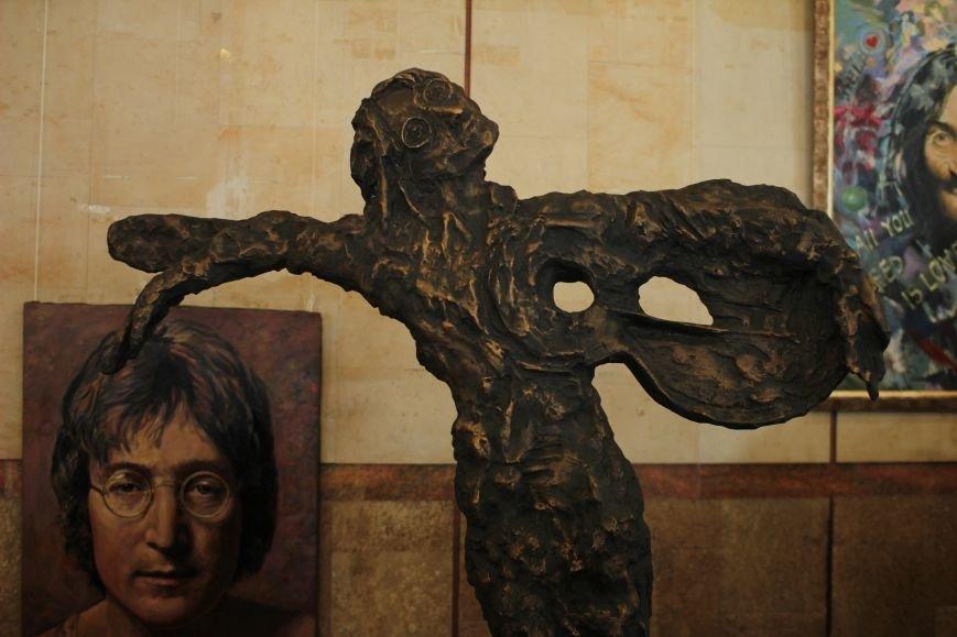 В Запорожье открыли памятник Леннону распятому на гитаре,- ФОТО, ВИДЕО, фото-14