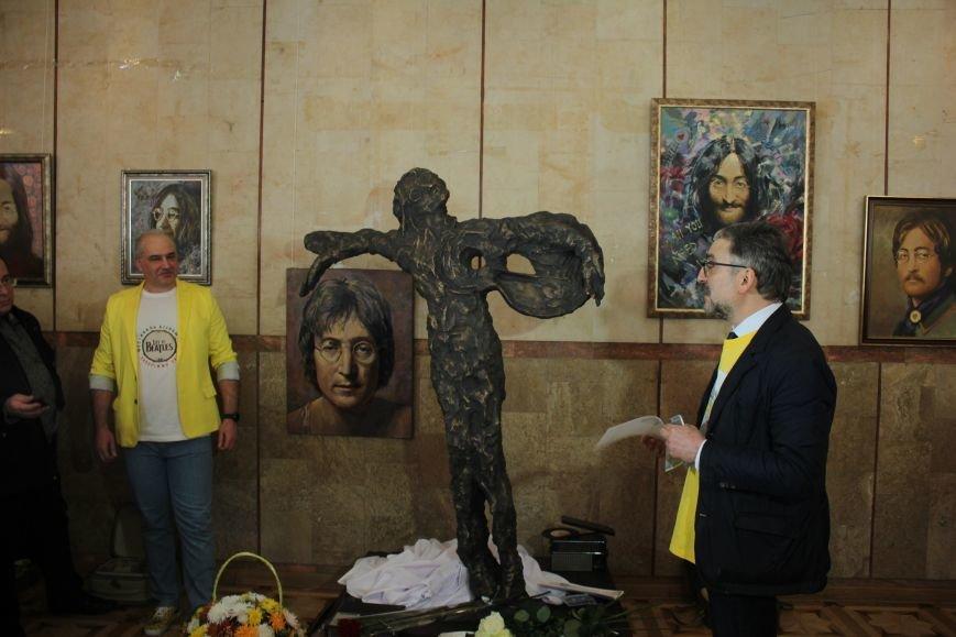 В Запорожье открыли памятник Леннону распятому на гитаре,- ФОТО, ВИДЕО, фото-12