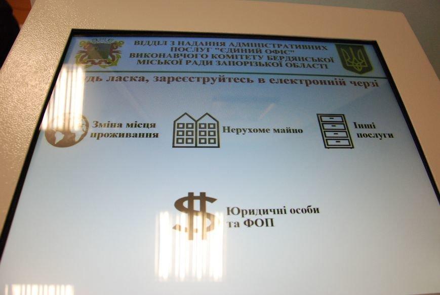 В «Едином офисе» Бердянска электронная очередь заработала в полную силу, фото-5