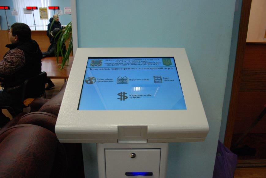 В «Едином офисе» Бердянска электронная очередь заработала в полную силу, фото-1
