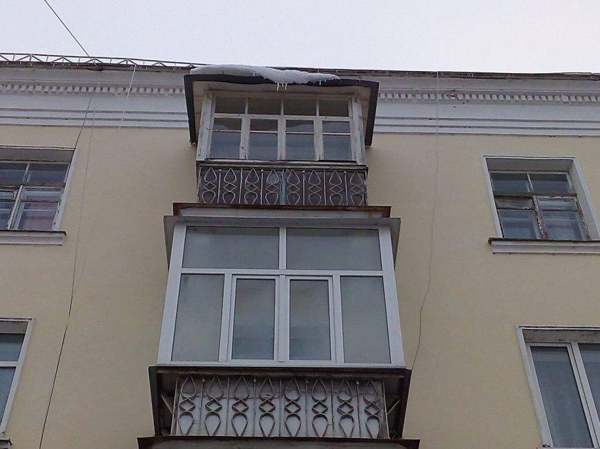 В Сумах с крыш зданий угрожающе свисают сосульки и снежные лавины (ФОТОФАКТ), фото-1