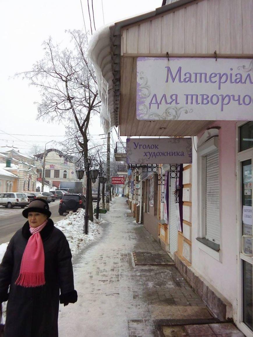 В Сумах с крыш зданий угрожающе свисают сосульки и снежные лавины (ФОТОФАКТ), фото-7