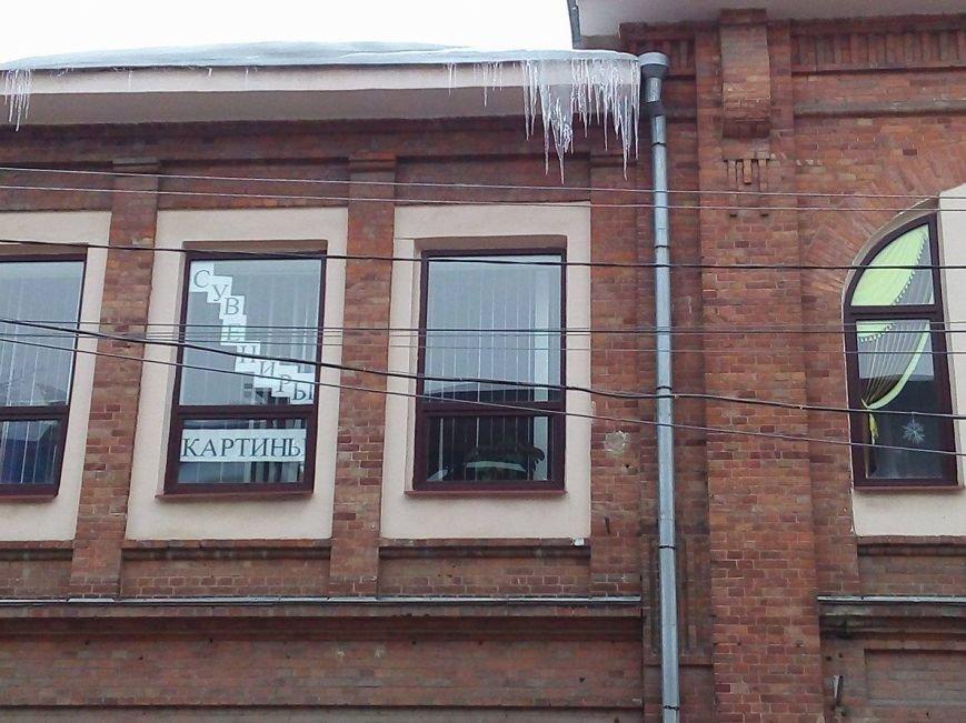 В Сумах с крыш зданий угрожающе свисают сосульки и снежные лавины (ФОТОФАКТ), фото-6
