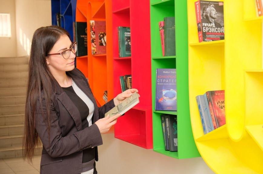 В Днепре в управлении защиты экономики бесплатно обмениваются книгами (ФОТО), фото-1