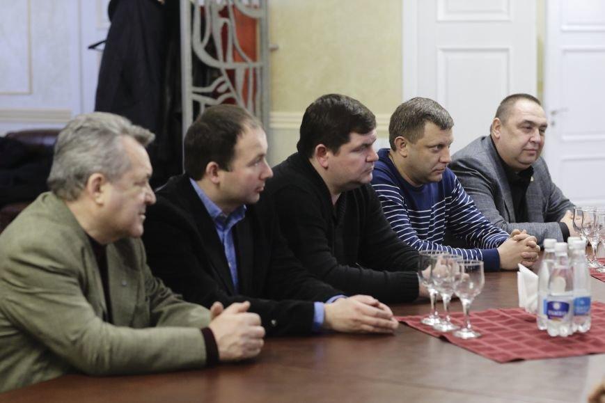 Лидеры ЛНР и ДНР прибыли в Симферополь на празднование годовщины Переяславской рады (ФОТО), фото-3