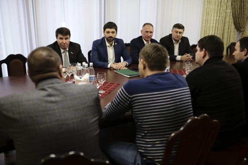 Лидеры ЛНР и ДНР прибыли в Симферополь на празднование годовщины Переяславской рады (ФОТО), фото-2