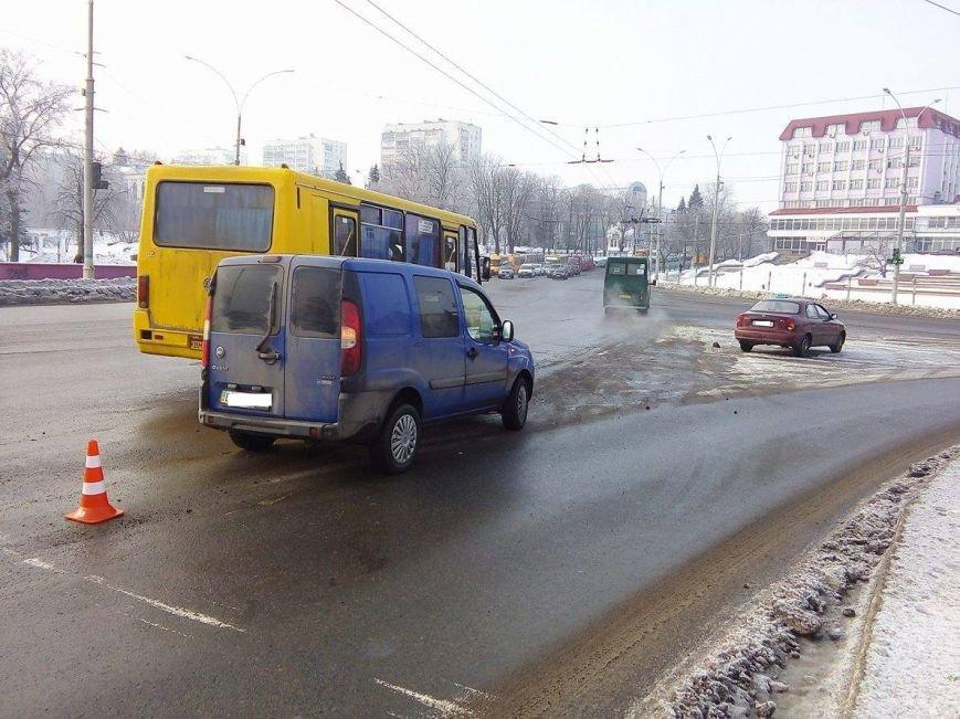 ДТП в Сумах: на Харьковском мосту не разминулись 2 автомобиля (ФОТО), фото-1