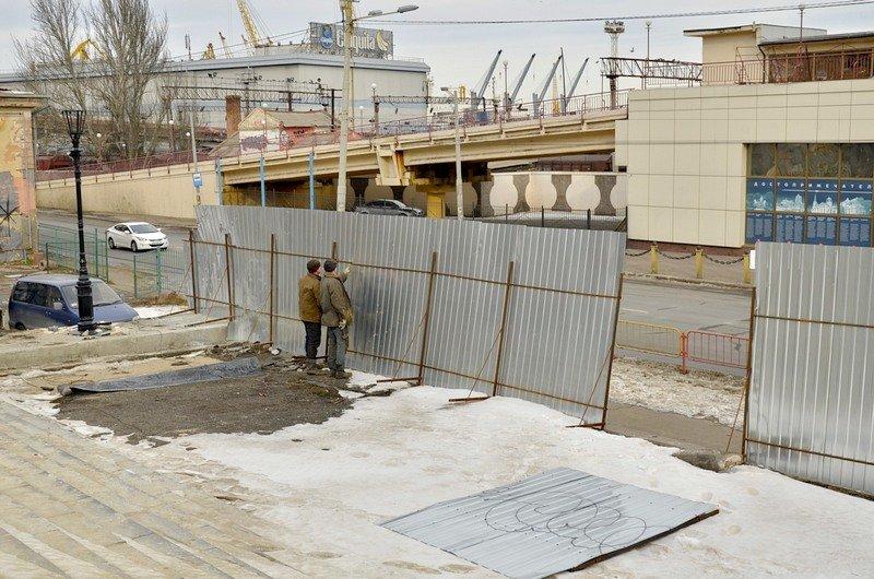 Реставраторы срочно принялись чистить Потемкинскую лестницу от снега (ФОТО), фото-7