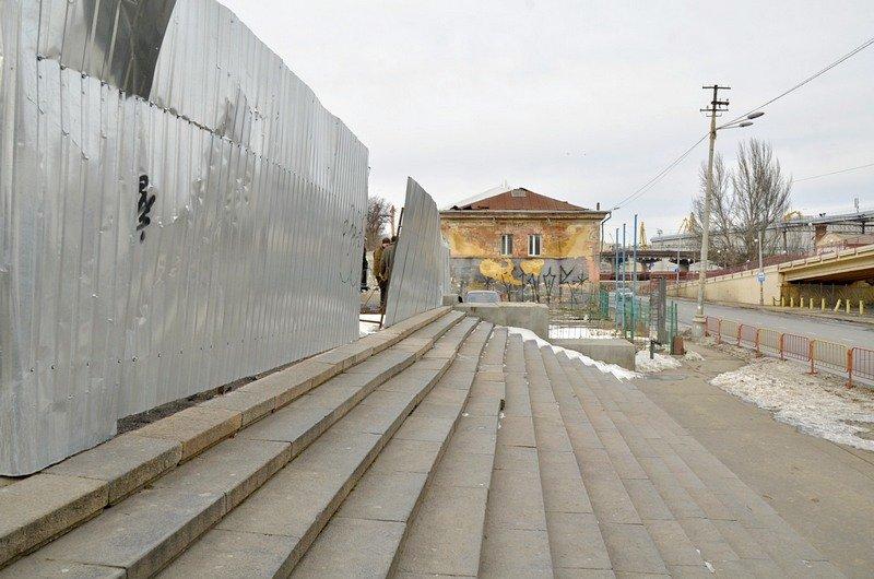 Реставраторы срочно принялись чистить Потемкинскую лестницу от снега (ФОТО), фото-4
