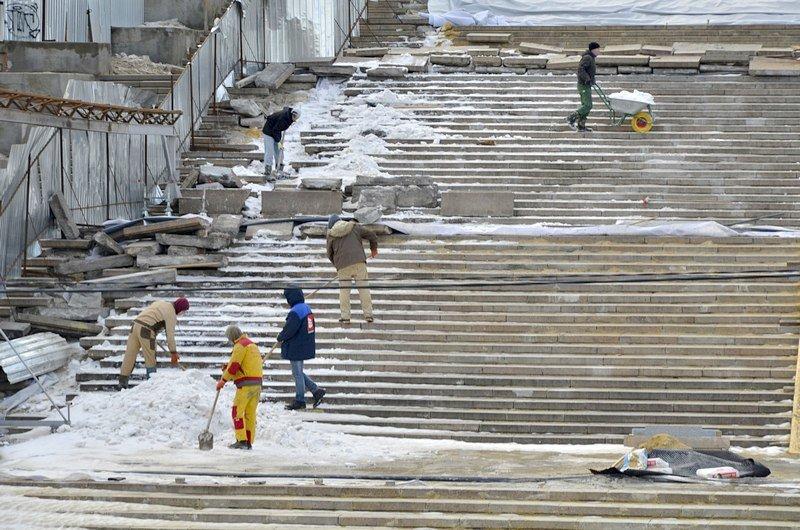 Реставраторы срочно принялись чистить Потемкинскую лестницу от снега (ФОТО), фото-2