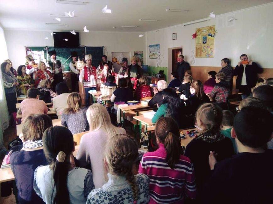 Святкове українське єднання у Броварській ЗОШ № 3 (Фото), фото-1