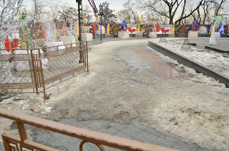 Под окнами Труханова забыли убрать снег (ФОТО), фото-3