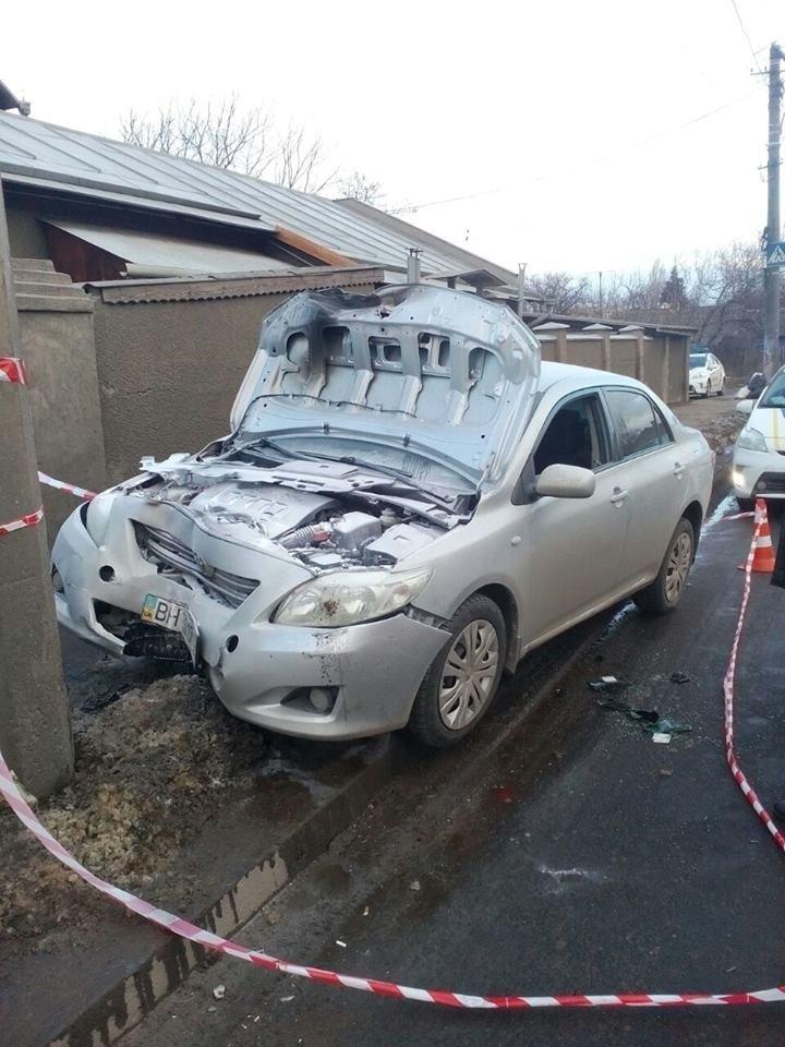 В Одессе машина загорелась от удара в столб (ДОБАВЛЕНО ФОТО), фото-1