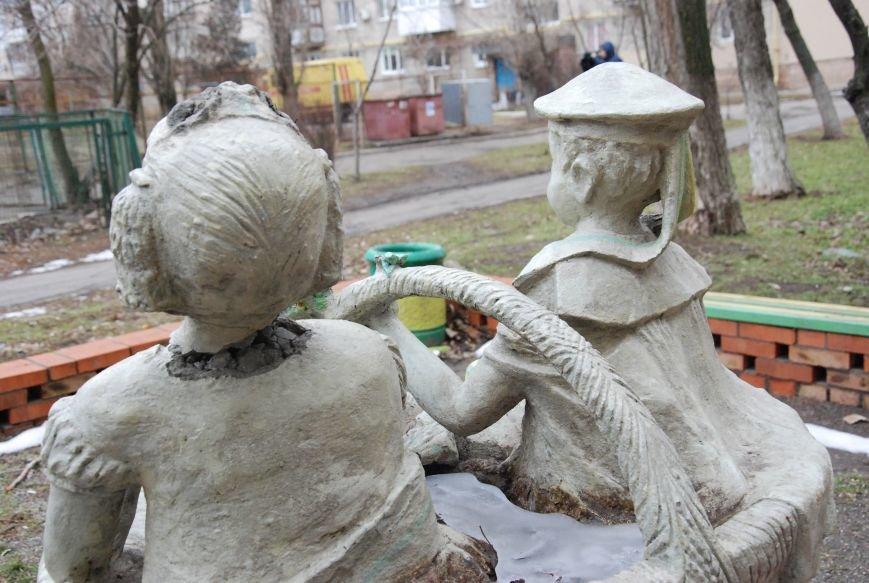 В Бердянске продолжают разрушать памятники, фото-3
