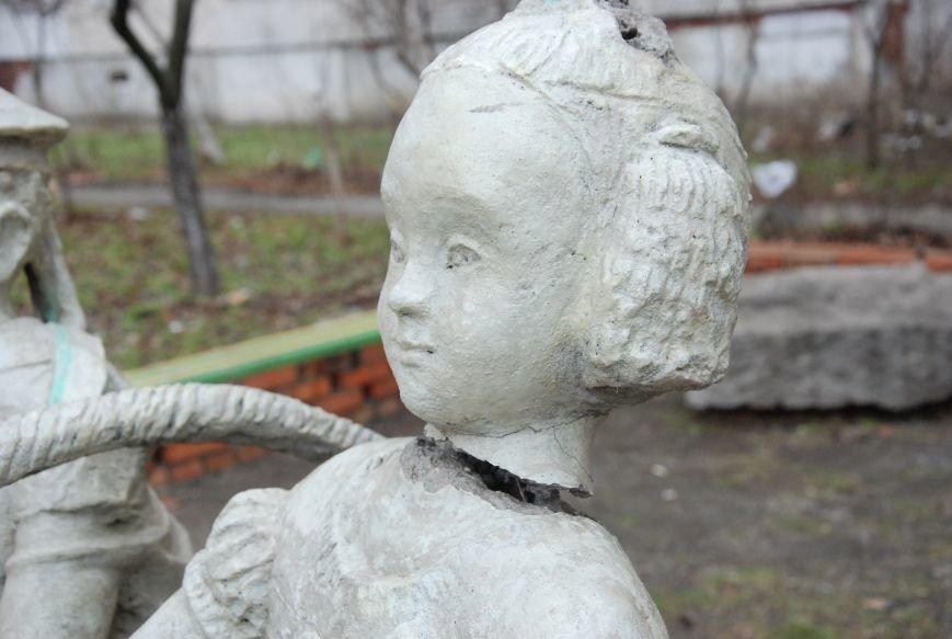 В Бердянске продолжают разрушать памятники, фото-2