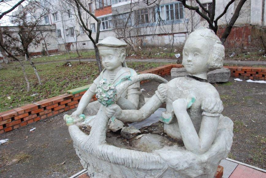 В Бердянске продолжают разрушать памятники, фото-4