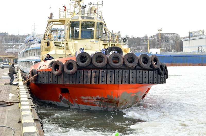 Как буксиры спасали одесский порт от льдин (ВИДЕО), фото-1