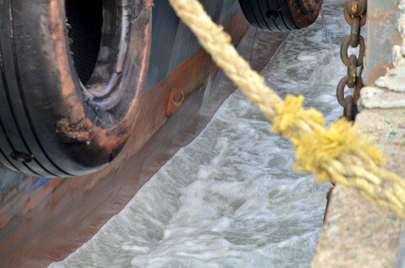 Как буксиры спасали одесский порт от льдин (ВИДЕО), фото-4