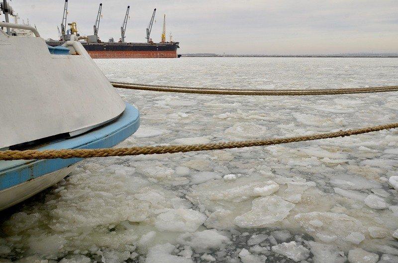 Как буксиры спасали одесский порт от льдин (ВИДЕО), фото-5