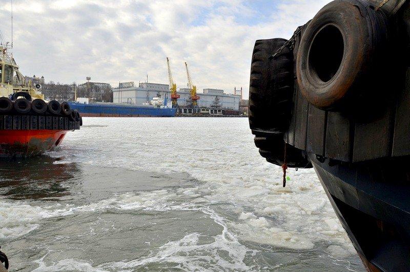 Как буксиры спасали одесский порт от льдин (ВИДЕО), фото-2