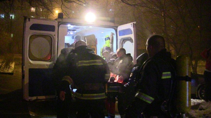 У Чернівцях під час пожежі в багатоповерхівці загинув чоловік, 31 людину евакуювали (фото), фото-1