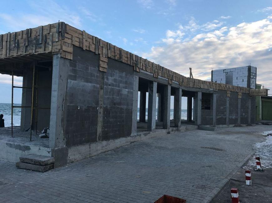 На одесском Ланжероне вырос новый бетонный урод (ФОТО), фото-1
