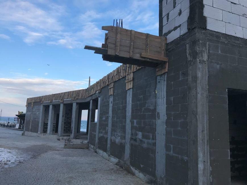 На одесском Ланжероне вырос новый бетонный урод (ФОТО), фото-3