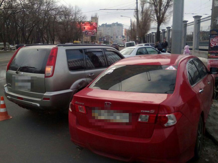 «Японки» столкнулись у одесского вокзала, одного из водителей увезли на скорой, фото-3