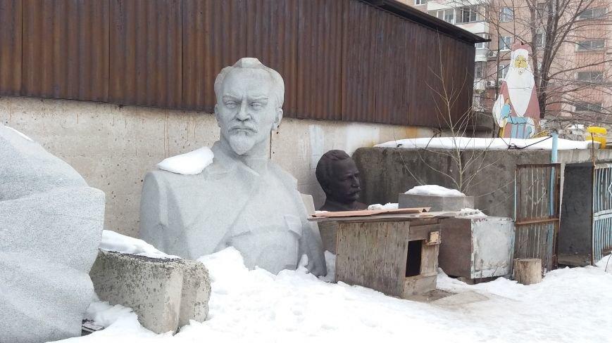 Вожди на зимовке: как поживают демонтированные запорожские памятники, - ФОТО, фото-10