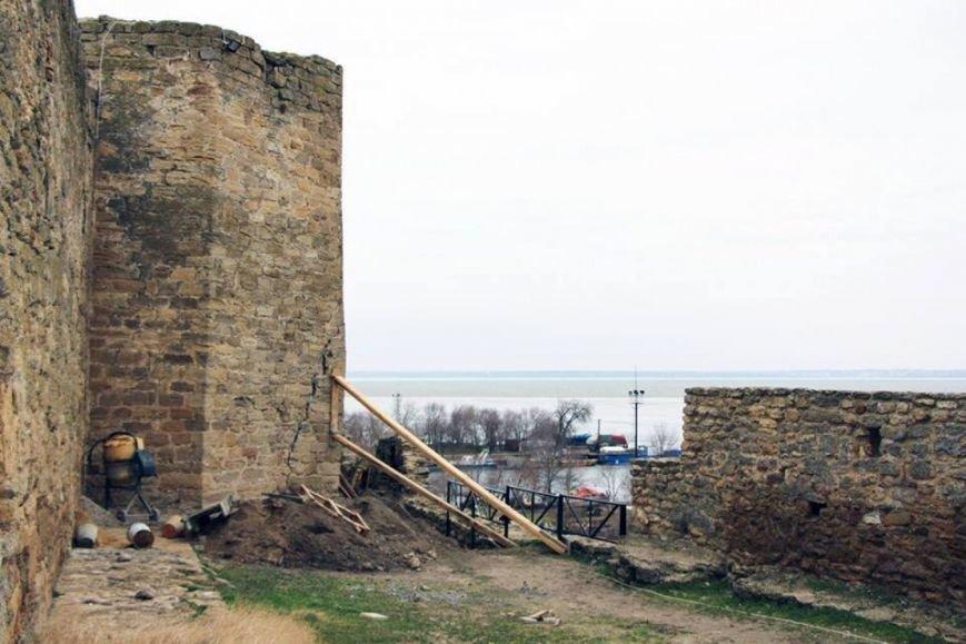 В Белгород-Днестровской крепости чуть не обвалилась башня (ФОТО), фото-1