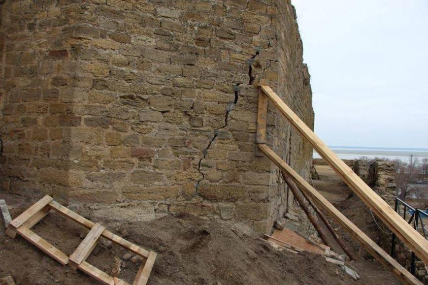 В Белгород-Днестровской крепости чуть не обвалилась башня (ФОТО), фото-3