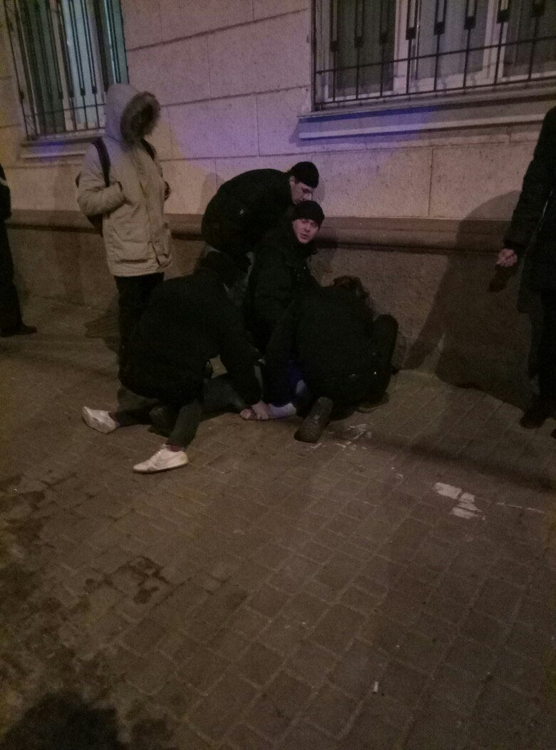 В Одессе на улице девушка наглоталась таблеток и полчаса билась в конвульсиях (ФОТО), фото-1