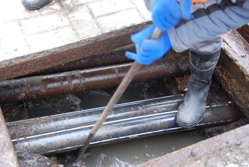 В Бердянске  начали восстанавливать функции ливневой канализации на Азовском проспекте, фото-4