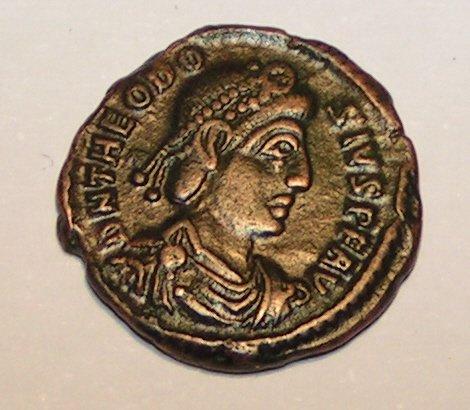 Император Феодосий Великий. Римская монета.