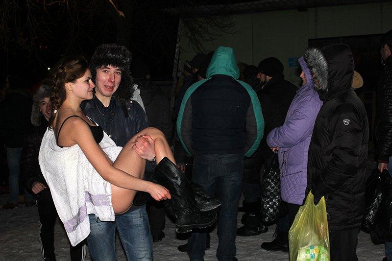В крещенскую ночь в ледяную воду окунулись сотни белгородцев, фото-14