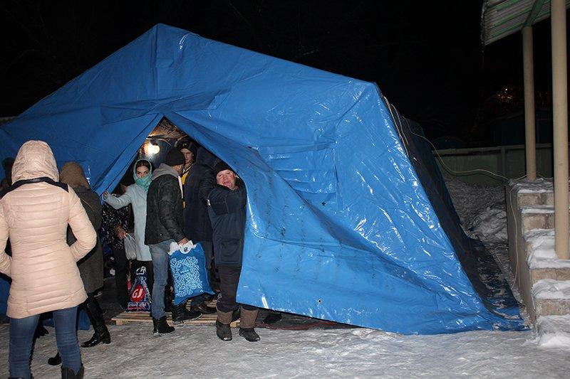 В крещенскую ночь в ледяную воду окунулись сотни белгородцев, фото-6