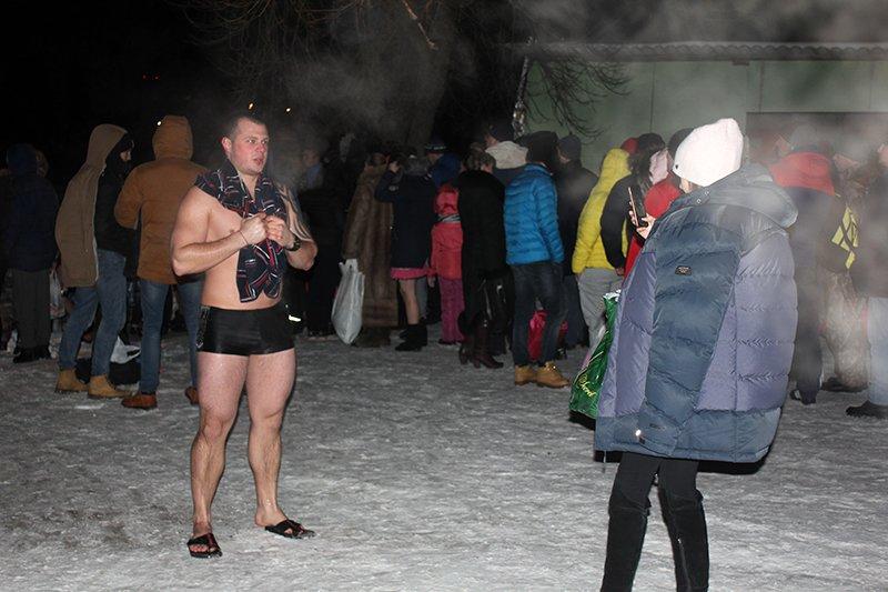 В крещенскую ночь в ледяную воду окунулись сотни белгородцев, фото-8