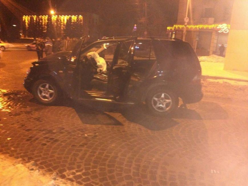 Внаслідок ДТП за участю швидкої травмувалися двоє осіб, фото-1