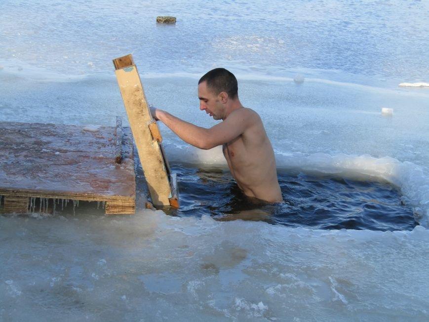 Вода, мороз и плавки: как николаевцы купались на Крещение (ФОТО), фото-2