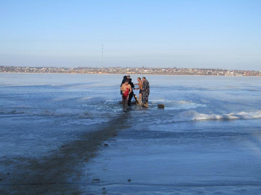 Вода, мороз и плавки: как николаевцы купались на Крещение (ФОТО), фото-1