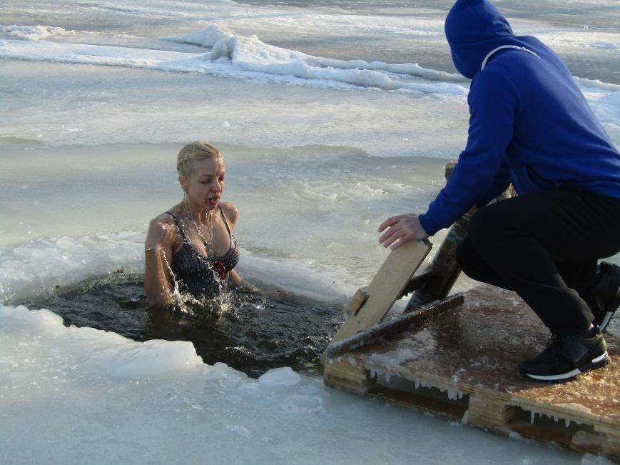 Вода, мороз и плавки: как николаевцы купались на Крещение (ФОТО), фото-7