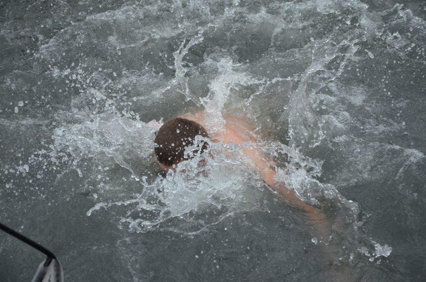 Лед и отмель не преграда! Мариупольцы окунаются в воду на Крещение (ФОТО+ВИДЕО), фото-20