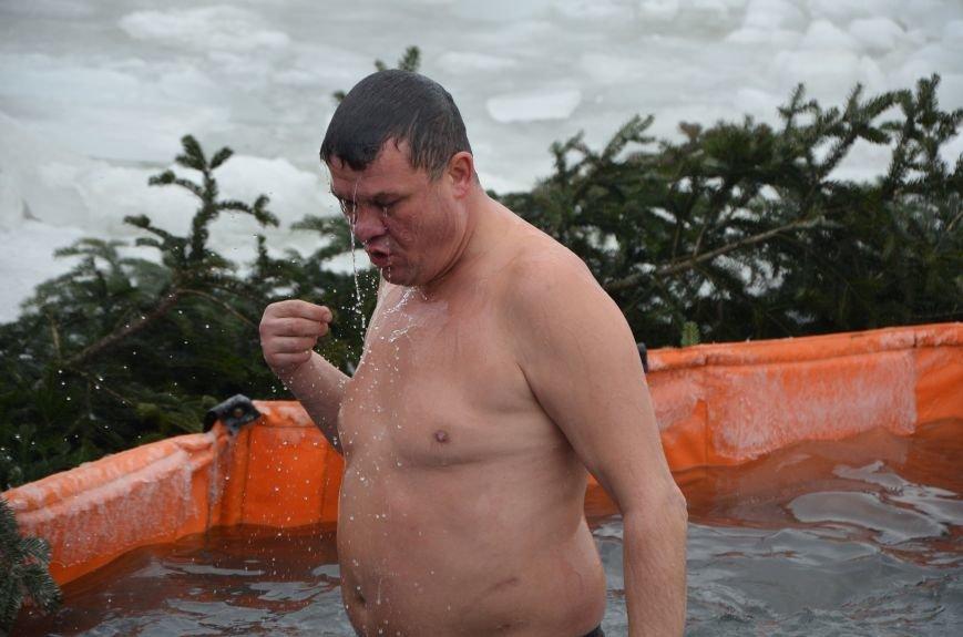 Лед и отмель не преграда! Мариупольцы окунаются в воду на Крещение (ФОТО+ВИДЕО), фото-12